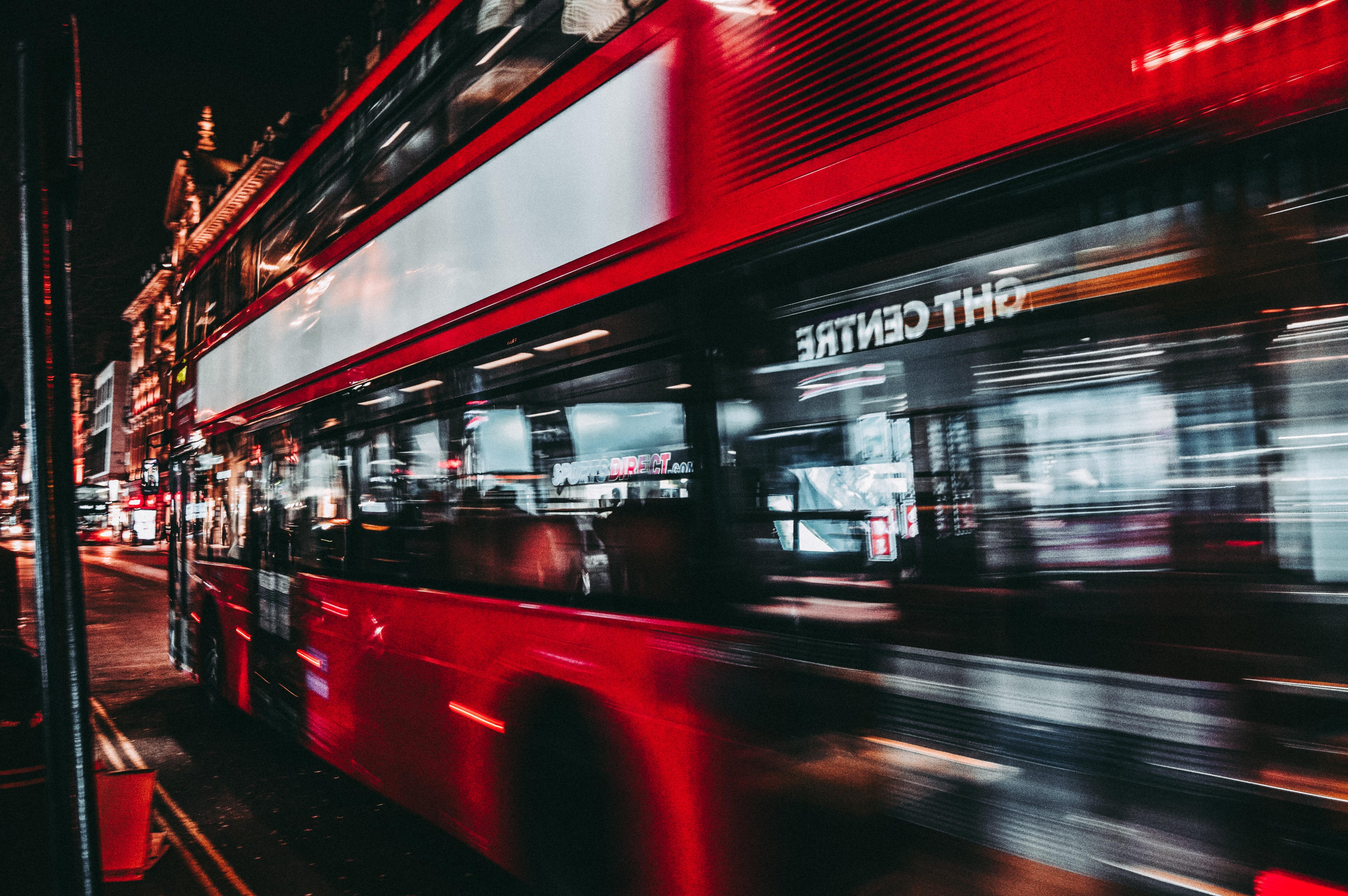 深夜高速バスに乗って旅立つ。