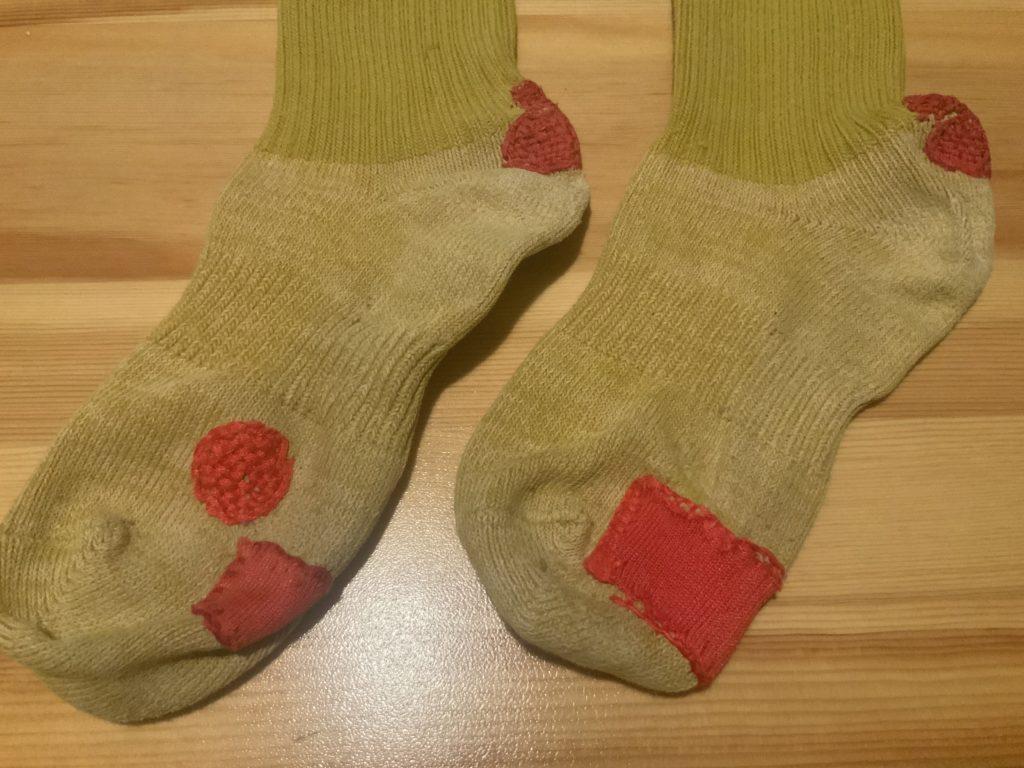 繕い靴下アップ