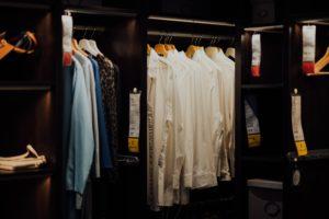 クローゼットに服がいっぱい